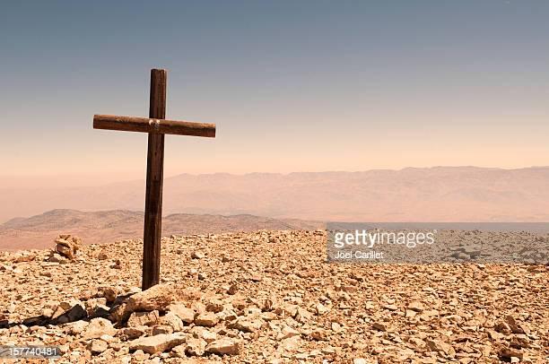 sie in der wüste in lebanon - libanon stock-fotos und bilder