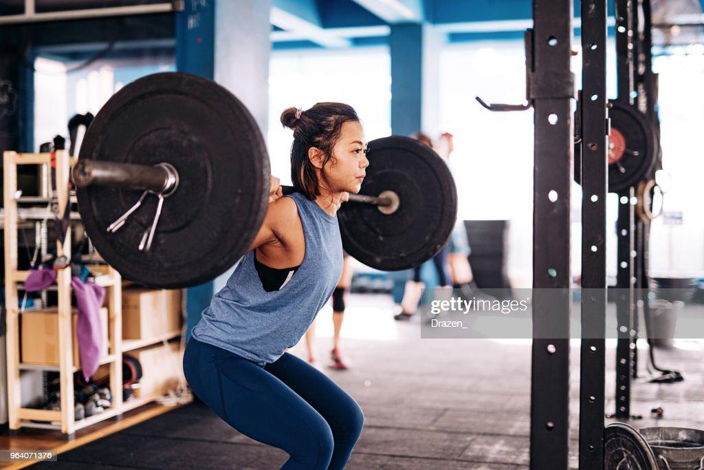 クロス トレーニングや重量挙げ : ストックフォト