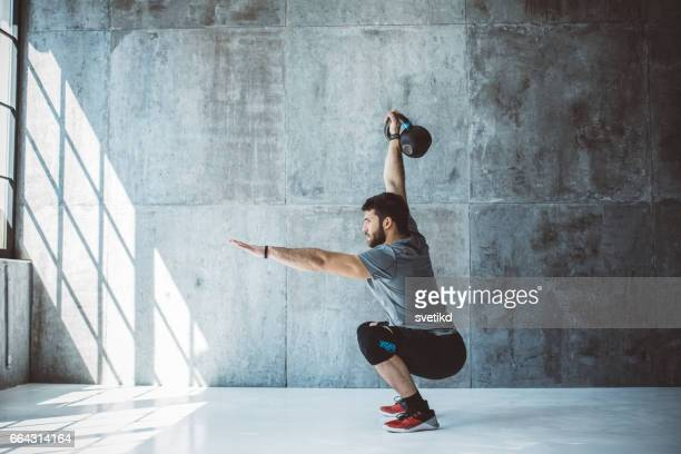 cross training - bodybuilding stockfoto's en -beelden