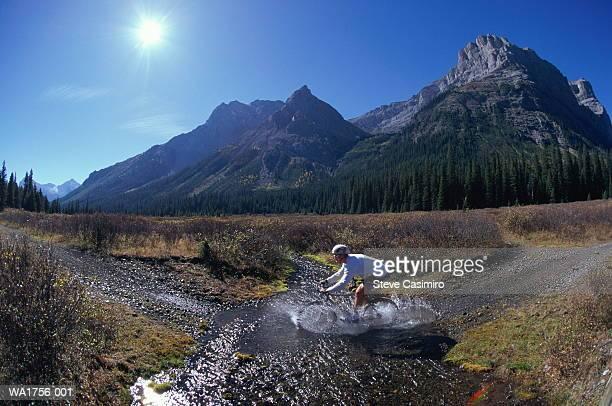 cross-country cyclist - cross country cycling fotografías e imágenes de stock
