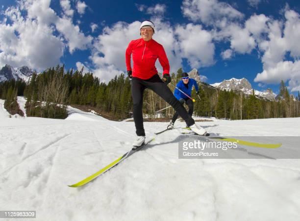スキー クロスカントリー スケート - クロスカントリースキー ストックフォトと画像