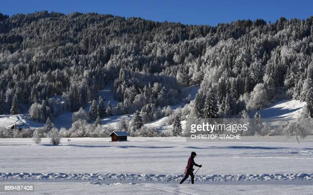 A crosscountry skier makes her way on a trail near Oberstdorf southern Germany on December 29 2017 / AFP PHOTO / CHRISTOF STACHE