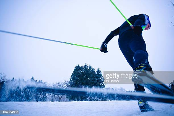 cross-country skier. - langlaufen stockfoto's en -beelden