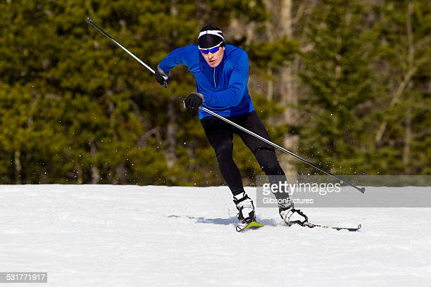 cross-country skier - langlaufen stockfoto's en -beelden