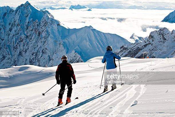 cross-country skiers, mt zugspitze region in winter, alps, bavaria, germany, europe - val thoermer stock-fotos und bilder
