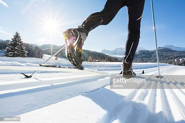 skilanglauf in alpen - wintersport stock-fotos und bilder
