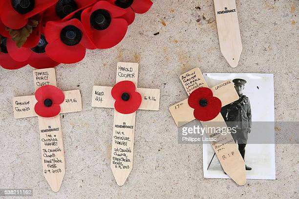 crosses at the thiepval memorial to the missing of the somme - thiepval memorial stock pictures, royalty-free photos & images