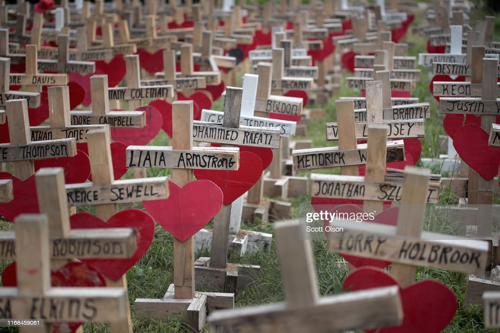 Greg Zanis Makes Memorials For Shooting Victims In Chicago And Across U.S. : News Photo