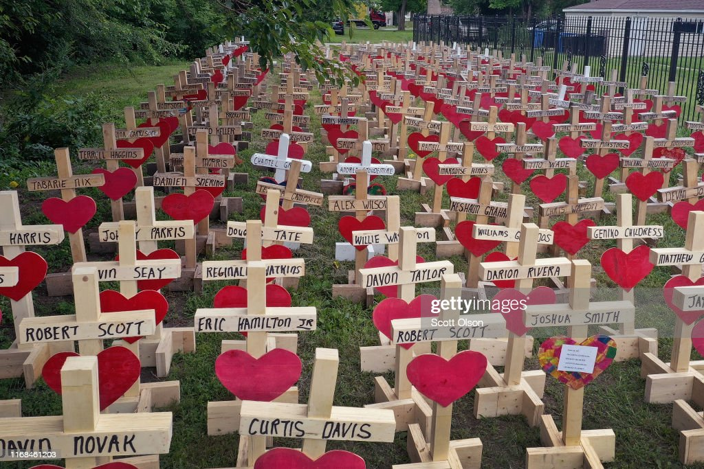 Greg Zanis Makes Memorials For Shooting Victims In Chicago And Across U.S. : Foto jornalística