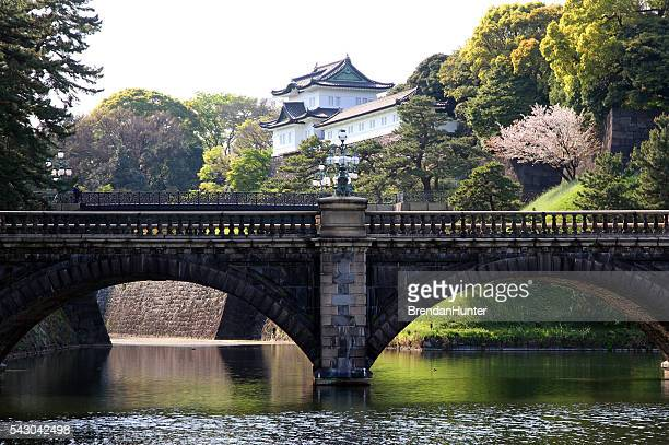 crossing of emperors - imperial palace tokyo stock photos and pictures
