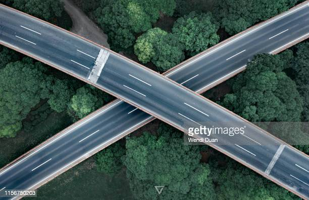 crossing - road junction stock pictures, royalty-free photos & images