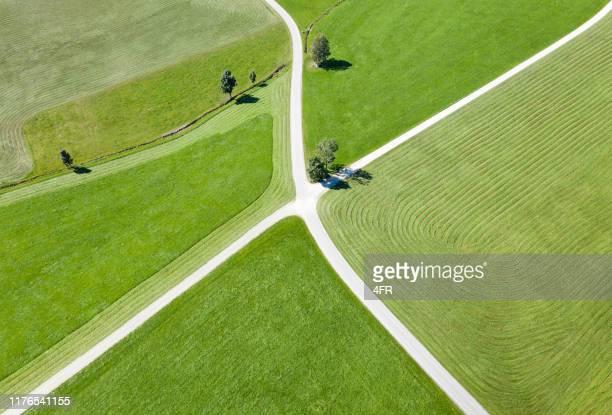 crossing roads, aerial mit farm land - entscheidung stock-fotos und bilder