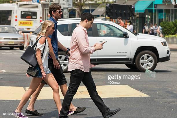 集中力をアップさせる横断歩道 - ヒューストンストリート ストックフォトと画像