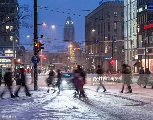 crosswalk in winter. - helsinki stockfoto's en -beelden