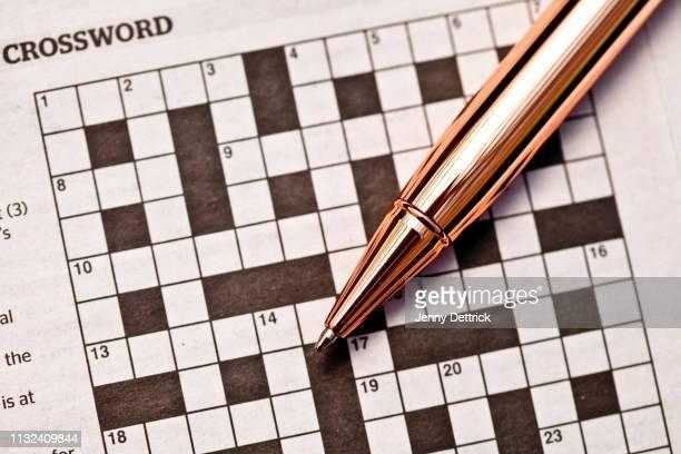 crossword puzzle and pen - ローズゴールド ストックフォトと画像