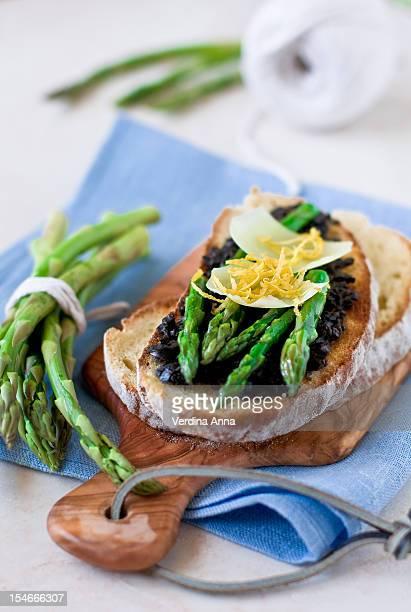 crostini & asparagus