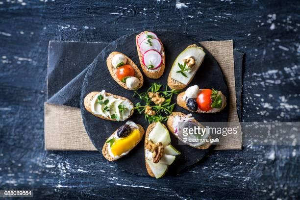 crostini di pane integrale farciti