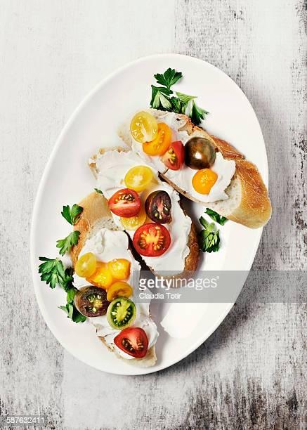 Crostini with fresh tomatoes