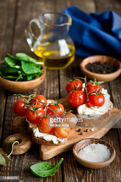 Crostini with tomatoes