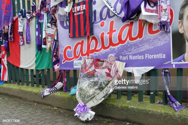 Crotone remembers former captain Davide Astori of ACF Fiorentina by leaving a bunch of flowers and a pennant with the signatures of all the players...