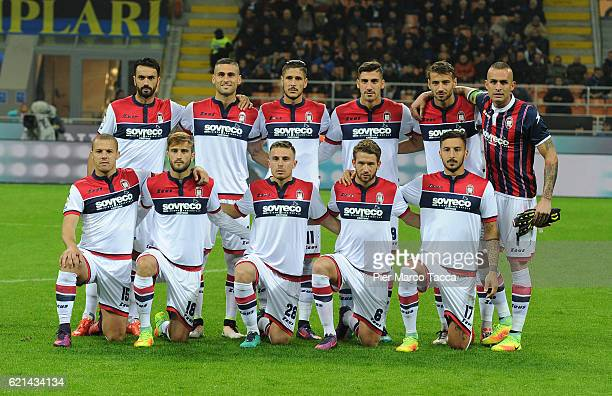 Crotone team players pose during the Serie A match between FC Internazionale and FC Crotone at Stadio Giuseppe Meazza on November 6 2016 in Milan...