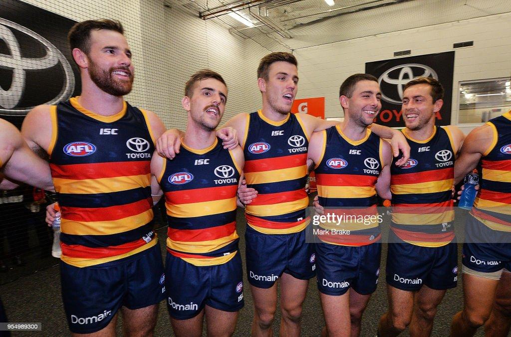 AFL Rd 7 - Adelaide v Carlton : News Photo
