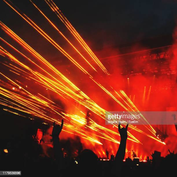 crowd at music concert - popular music concert stock pictures, royalty-free photos & images