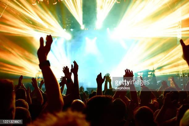 crowd at music concert - popmuziek concert stockfoto's en -beelden