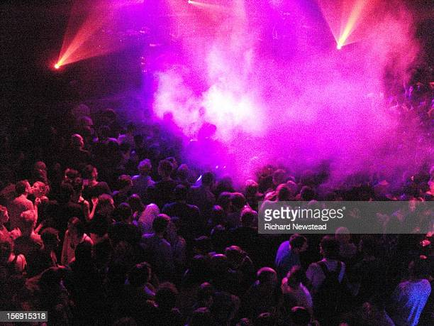 crowd at music event - popular music concert stock pictures, royalty-free photos & images