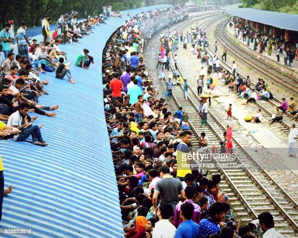 crowd at railroad station - dhaka stock pictures, royalty-free photos & images