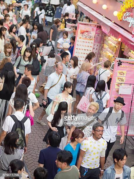 Multitud en calle Takeshite en Harajuku, Tokio