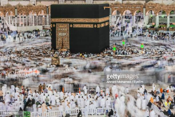 crowd at temple - mecca stock pictures, royalty-free photos & images