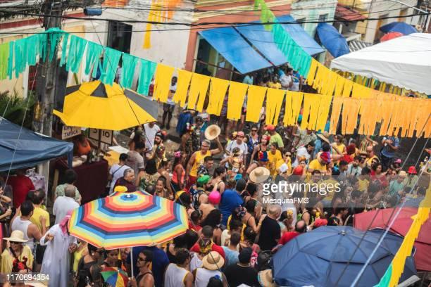 crowd - brazilian carnival in olinda, pernambuco - brazilian carnival stock pictures, royalty-free photos & images