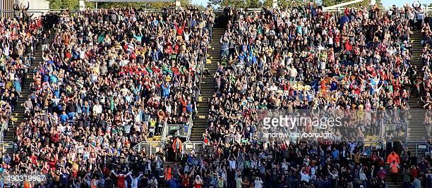 CONTENT] Crowd Celebrating