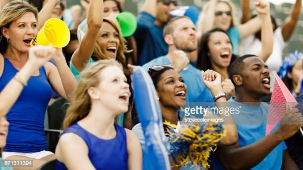 acclamations de la foule - american football sport photos et images de collection