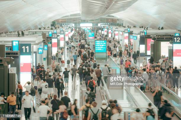 crowd commuters of pedestrian commuters in airport terminal - flughafenterminal stock-fotos und bilder