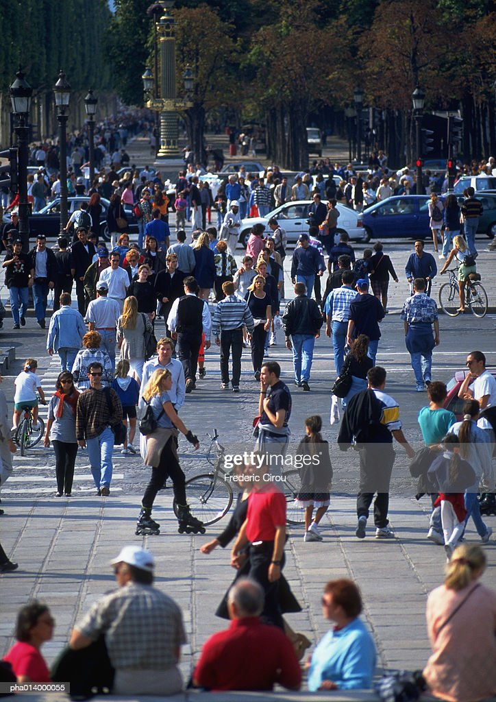 Crowd crossing street, blurred. : Stockfoto