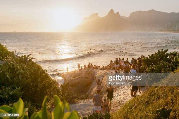 crowd enjoying sunset - crowded beach stock pictures, royalty-free photos & images