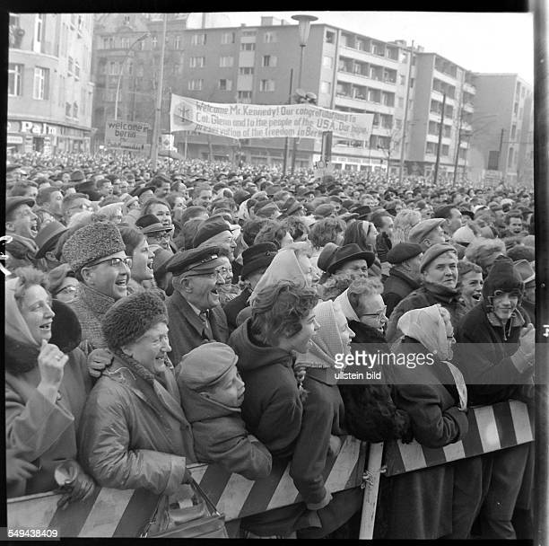 Crowd gathering in front of Rathaus Schöneberg on the occasion of the visit of US Attorney General Robert F Kennedy to West Berlin