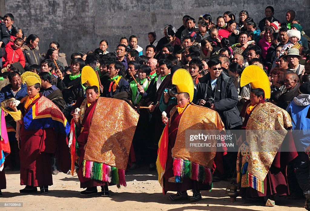 A crowd gathers to watch as Tibetan Budd : News Photo