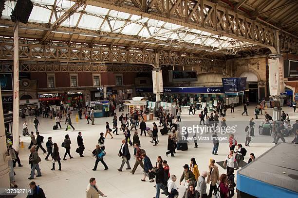 crowd in a train station - ガトウィック空港 ストックフォトと画像