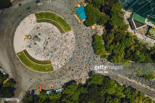 multidão que marcha em cidade do méxico. - desfiles e procissões - fotografias e filmes do acervo