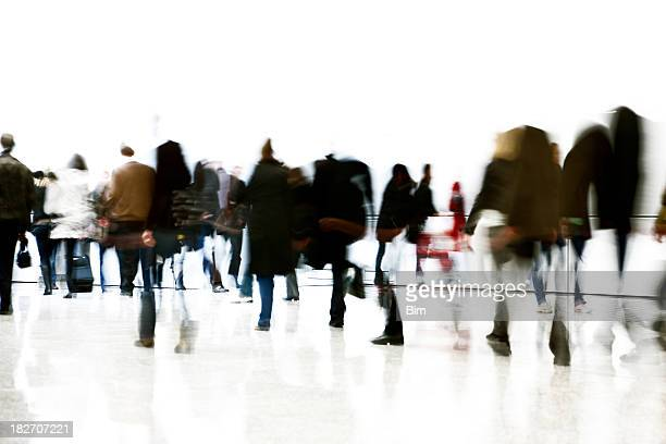 crowd of blurred commuters on white background - high key stockfoto's en -beelden