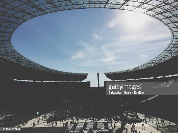 crowd of building - olympiastadion berlin stock pictures, royalty-free photos & images