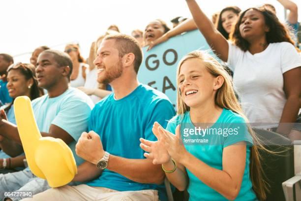 schar von fans jubeln vom stadion tribüne - liberty stadion stock-fotos und bilder