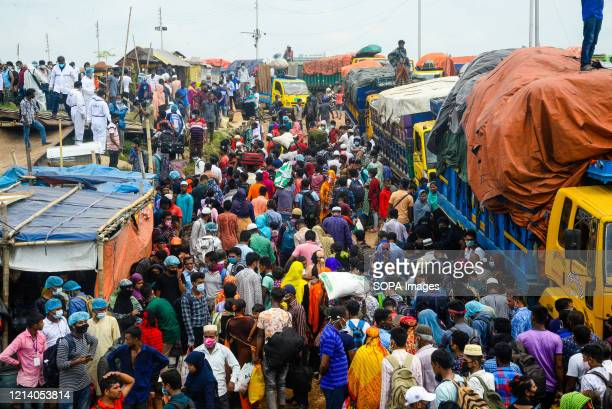 Crowd of migrant people wait for a ferry to travel home and celebrate Eid al-Fitr amid Coronavirus crisis. Migrants flock at the Shimulia-Kathalbari...