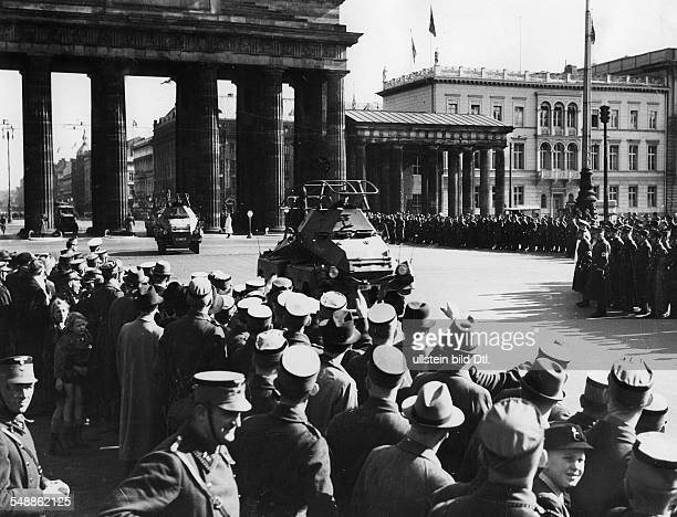 Crowd of people at the Brandenburg Gate greeting a homecoming tank brigade after the campaign in Poland 1939 Published by 'Deutsche Allgemeine...