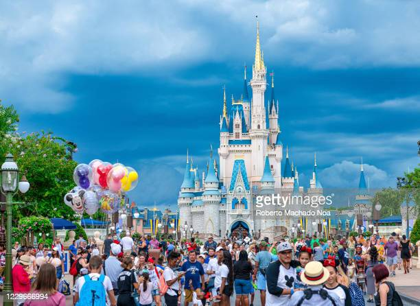 Crowd of people at the Cinderella Castle in Walt Disney World.