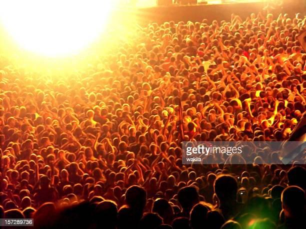 群衆の人々の背景