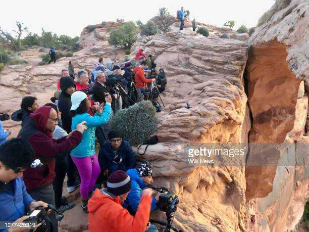 crowd of people taking picture of the sunrise. - canyonlands national park stock pictures, royalty-free photos & images